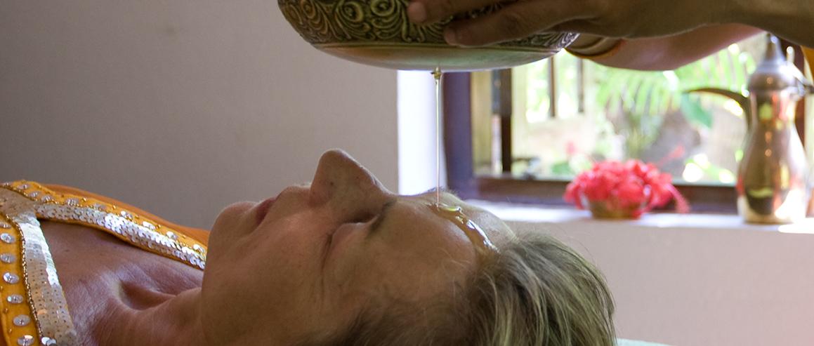 Shirodhara ist ein wichtiger Teil des Ayurveda Kuren