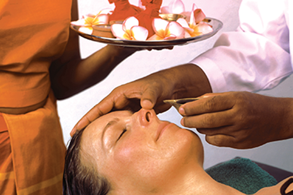 Nasya Behandlung im Surya Lanka Ayurveda Kur Hotel
