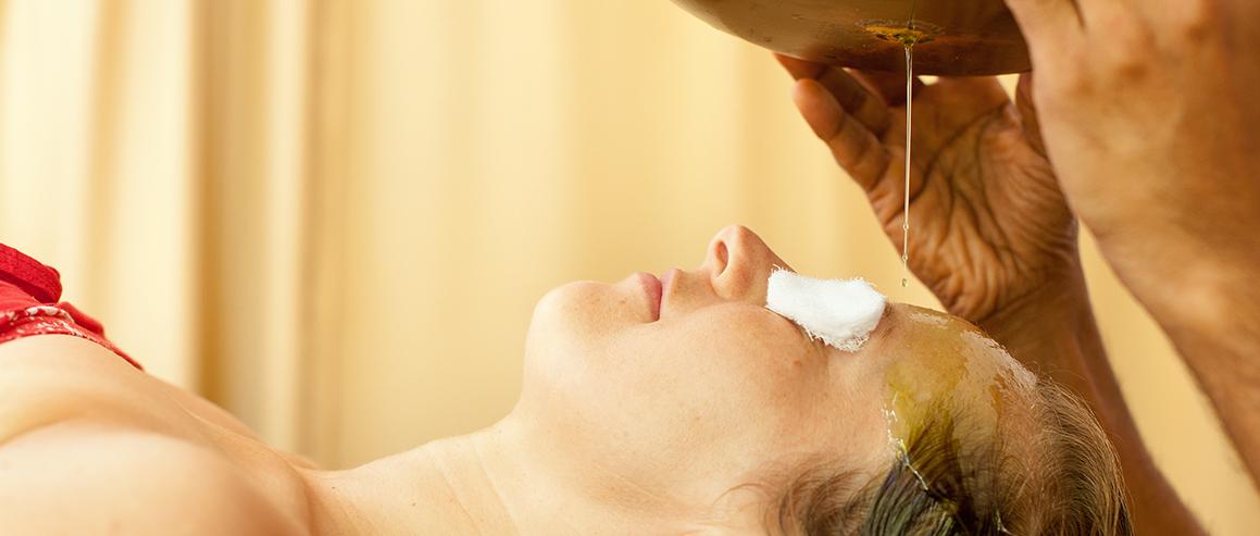 Shirodhara ist eine wichtige Behandlung in einer Ayurveda-Kur